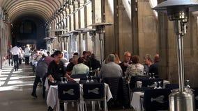 Ένας άνετος καφές στην καρδιά Βαρκελώνη Ισπανία απόθεμα βίντεο