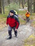 Ένας άνδρας και μια γυναίκα ανεβαίνουν Στοκ φωτογραφίες με δικαίωμα ελεύθερης χρήσης