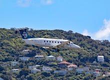 Ένας αέρας Νέα Ζηλανδία Beechcraft 1900D μπαίνει να προσγειωθεί στον αερολιμένα του Ουέλλινγκτον, Νέα Ζηλανδία στοκ εικόνες