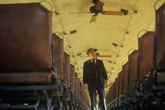 Ένας αγωγός τραίνων σε ένα τυποποιημένο τραίνο μηχανών ατμού μετρητών στο EUREKA αναπηδά, Αρκάνσας Στοκ Εικόνα