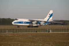 Ένας-124 αεροπλάνο μεταφοράς εμπορευμάτων Στοκ Εικόνες
