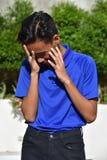 Ένας ανήσυχος αρσενικός νεαρός στοκ εικόνες