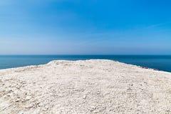 Ένας απότομος βράχος κιμωλίας και η θάλασσα Στοκ εικόνα με δικαίωμα ελεύθερης χρήσης