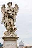 Ένας από τους αγγέλους Bernini στο ponte Sant'Angelo στη Ρώμη, Ιταλία, Στοκ εικόνες με δικαίωμα ελεύθερης χρήσης