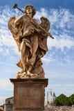 Ένας από τους πολλούς αγγέλους του Castel Sant ` Angelo στη Ρώμη Στοκ φωτογραφία με δικαίωμα ελεύθερης χρήσης