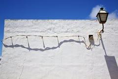 Ένας βολβός στον τοίχο arrecife teguise Lanzarote Ισπανία μπλε ουρανού Στοκ Εικόνα
