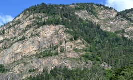 Ένας βράχος κοντά στο στρατόπεδο Ashek, Δημοκρατία karachay-Cherkess Στοκ εικόνα με δικαίωμα ελεύθερης χρήσης