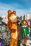 Ένας διασκεδαστής οδών έντυσε ως αρκούδα Berdsk, Σιβηρία, Ρωσία Στοκ φωτογραφία με δικαίωμα ελεύθερης χρήσης