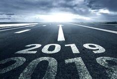 Ένας δρόμος ερήμων με την επιγραφή 2018 2019 ελεύθερη απεικόνιση δικαιώματος