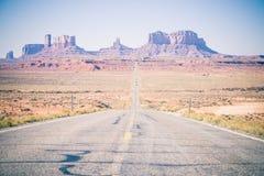 Ένας δρόμος στην κοιλάδα Αριζόνα θανάτου Στοκ φωτογραφία με δικαίωμα ελεύθερης χρήσης