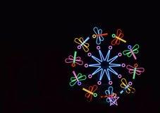 Ένας ελαφρύς στρόβιλος λιβελλουλών στη νύχτα σκοταδιού στοκ φωτογραφία με δικαίωμα ελεύθερης χρήσης