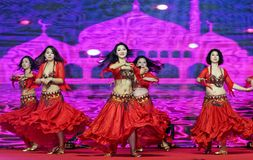 Ένας εμπαθής χορός κορίτσι-κοιλιών της Τουρκίας Στοκ φωτογραφίες με δικαίωμα ελεύθερης χρήσης