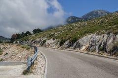 Ένας επικίνδυνος δρόμος βουνών στο Alban Mountains Ο δρόμος του de στοκ εικόνα