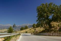 Ένας επικίνδυνος δρόμος βουνών στο Alban Mountains Ο δρόμος του de στοκ εικόνες