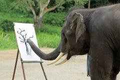 Ένας ελέφαντας σύρει μια εικόνα Στοκ Εικόνες