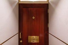 Ένας δημόσιος θαλαμίσκος τουαλετών στοκ εικόνα με δικαίωμα ελεύθερης χρήσης