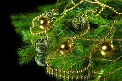 Ένας ιδιαίτερος ενός χριστουγεννιάτικου δέντρου με τις διακοσμήσεις Στοκ Εικόνες