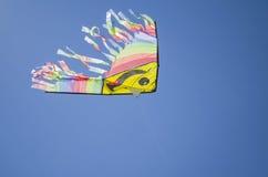 Ένας ικτίνος πετά στον ουρανό Στοκ Εικόνες