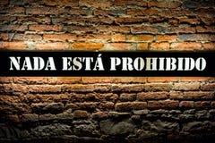 Ένας ισπανικός λαμπτήρας ντεκόρ τοίχων τίποτα είναι απαγορευμένος Στοκ εικόνα με δικαίωμα ελεύθερης χρήσης