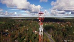 Ένας ιστός κινητών ή τηλεφώνων κυττάρων που μεταδίδει τα ραδιο κύματα Απεικόνιση ενός τηλεφωνικού ιστού που εκπέμπει τα ραδιο σήμ φιλμ μικρού μήκους