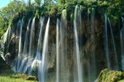 Ένας καταρράκτης στο εθνικό πάρκο Κροατία λιμνών Plitvice στοκ εικόνες