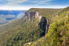 Ένας καταρράκτης στο μπλε εθνικό πάρκο βουνών στοκ φωτογραφίες με δικαίωμα ελεύθερης χρήσης