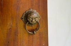 Ένας κτύπος στην πόρτα Στοκ φωτογραφία με δικαίωμα ελεύθερης χρήσης