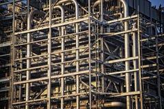 Ένας λαβύρινθος της διοχέτευσης με σωλήνες εγκαταστάσεων παραγωγής ενέργειας Στοκ Εικόνες