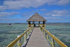 Ένας μακρύς λιμενοβραχίονας κατά μήκος της νότιας ακτής Viti Levu, Φίτζι γύρω από το ειρηνικό λιμάνι στοκ φωτογραφία