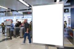 Ένας μεγάλος κενός πίνακας διαφημίσεων προσανατολισμού κατακορύφου/πορτρέτου στοκ φωτογραφία