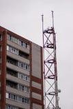 Ένας μεγάλος ραδιο πύργος ραδιοφωνικής αναμετάδοσης Στοκ Εικόνες