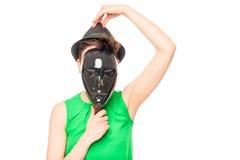 Ένας μυστήριος ξένος σε ένα καπέλο και μια μαύρη μάσκα Στοκ φωτογραφία με δικαίωμα ελεύθερης χρήσης
