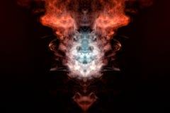 Ένας μυστικός αριθμός που απεικονίζει το κεφάλι μιας αλεπούς και που φέρνει στις φλόγες από τον πολύχρωμο τεράστιο καπνό: πορτοκά στοκ εικόνα με δικαίωμα ελεύθερης χρήσης