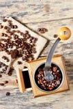 Ένας μύλος καφέ και ψημένος μύλος καφέ Στοκ εικόνα με δικαίωμα ελεύθερης χρήσης