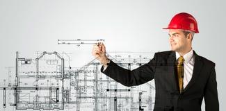 Ένας νέος αρχιτέκτονας που σύρει ένα σχέδιο σπιτιών Στοκ εικόνα με δικαίωμα ελεύθερης χρήσης