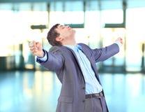 Ένας νέος επιχειρηματίας στο γραφείο Στοκ φωτογραφία με δικαίωμα ελεύθερης χρήσης
