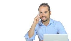 Ένας νέος επιχειρηματίας στο τηλέφωνο Στοκ φωτογραφία με δικαίωμα ελεύθερης χρήσης