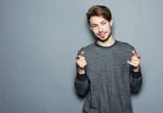 Ένας νέος και όμορφος επιχειρηματίας που δείχνει επάνω με το δάχτυλό του Στοκ φωτογραφίες με δικαίωμα ελεύθερης χρήσης