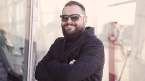 Ένας νέος όμορφος επιχειρηματίας απόθεμα βίντεο