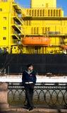 Ένας ναυτικός στον παγοθραύστη παρελάσεων φεστιβάλ Στοκ φωτογραφίες με δικαίωμα ελεύθερης χρήσης