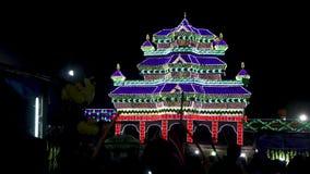Ένας ναός που γίνεται με να αναβοσβήσει τα φω'τα απόθεμα βίντεο