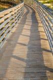 Ένας ξύλινος θαλάσσιος περίπατος αμμόλοφων Στοκ φωτογραφία με δικαίωμα ελεύθερης χρήσης