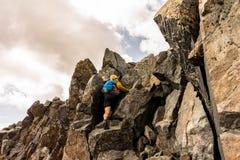 Ένας ορειβάτης στο πέρασμα του Wilson, δύσκολα βουνά του Κολοράντο στοκ φωτογραφίες με δικαίωμα ελεύθερης χρήσης