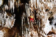 Ένας ορειβάτης στο Jianshui καταπίνει τη σπηλιά στην επαρχία Yunnan, Κίνα στοκ φωτογραφία με δικαίωμα ελεύθερης χρήσης