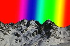 Ένας ουρανός χρώματος ουράνιων τόξων στο βουνό ορών Στοκ φωτογραφία με δικαίωμα ελεύθερης χρήσης