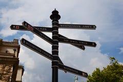 Ένας πίνακας οδηγών στο κέντρο του Λονδίνου στοκ φωτογραφία με δικαίωμα ελεύθερης χρήσης