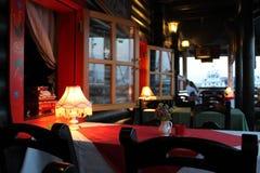 Ένας πίνακας στο θερινό καφέ Στοκ φωτογραφία με δικαίωμα ελεύθερης χρήσης