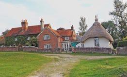 Ένας παραδοσιακός παλαιός Άγγλος το εξοχικό σπίτι στεγών στοκ φωτογραφία με δικαίωμα ελεύθερης χρήσης
