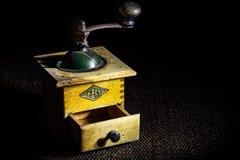 Ένας πολύ παλαιός μύλος καφέδων στοκ φωτογραφίες με δικαίωμα ελεύθερης χρήσης