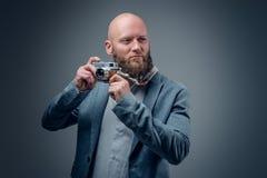 Ένας πυροβολισμός ατόμων με την εκλεκτής ποιότητας κάμερα φωτογραφιών SLR στοκ φωτογραφία με δικαίωμα ελεύθερης χρήσης